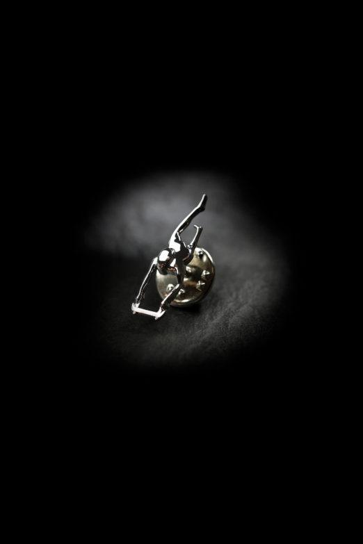"""""""Rider"""" Skulptur Pin mit Schmetterlingsverschluss"""