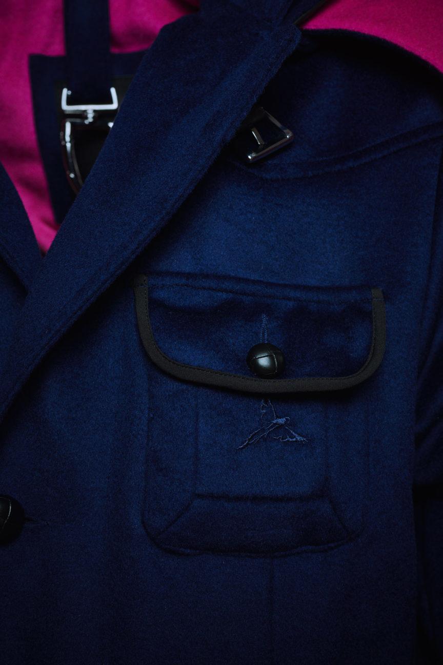 Brusttasche mit Macaw Bestickung