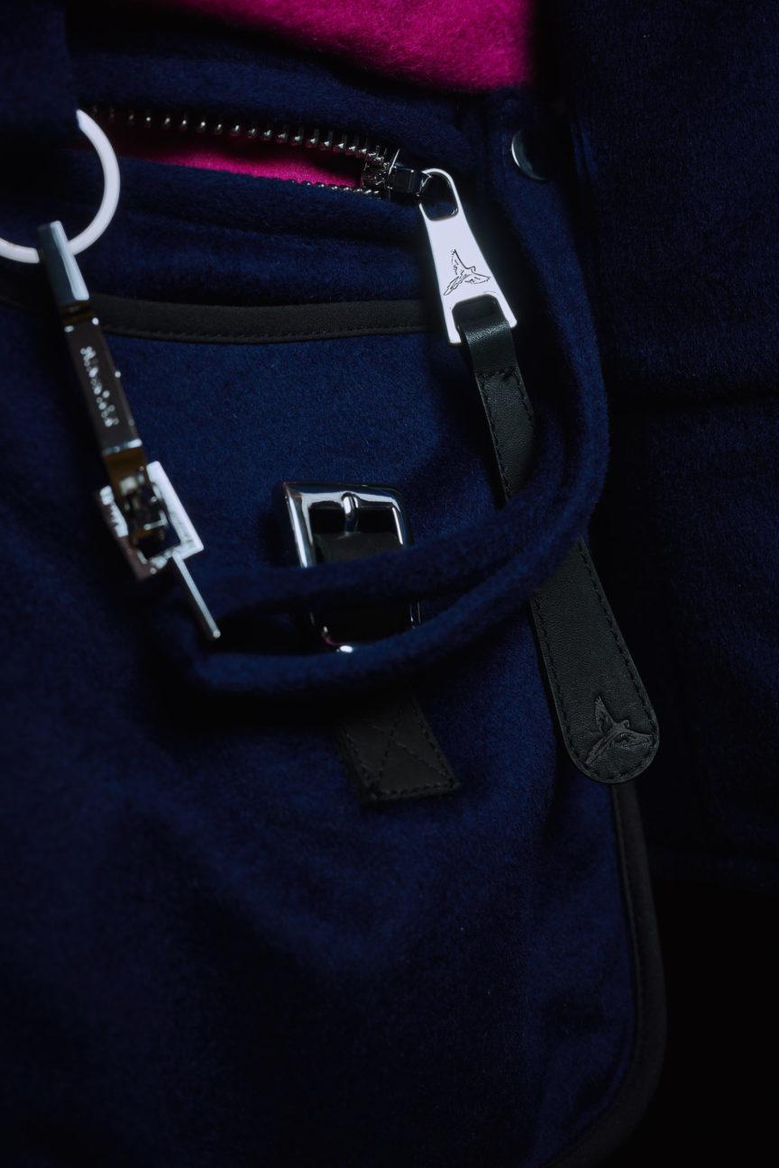 Schlüsselkarabiner und XXL-Zipper mit Macaw-Branding