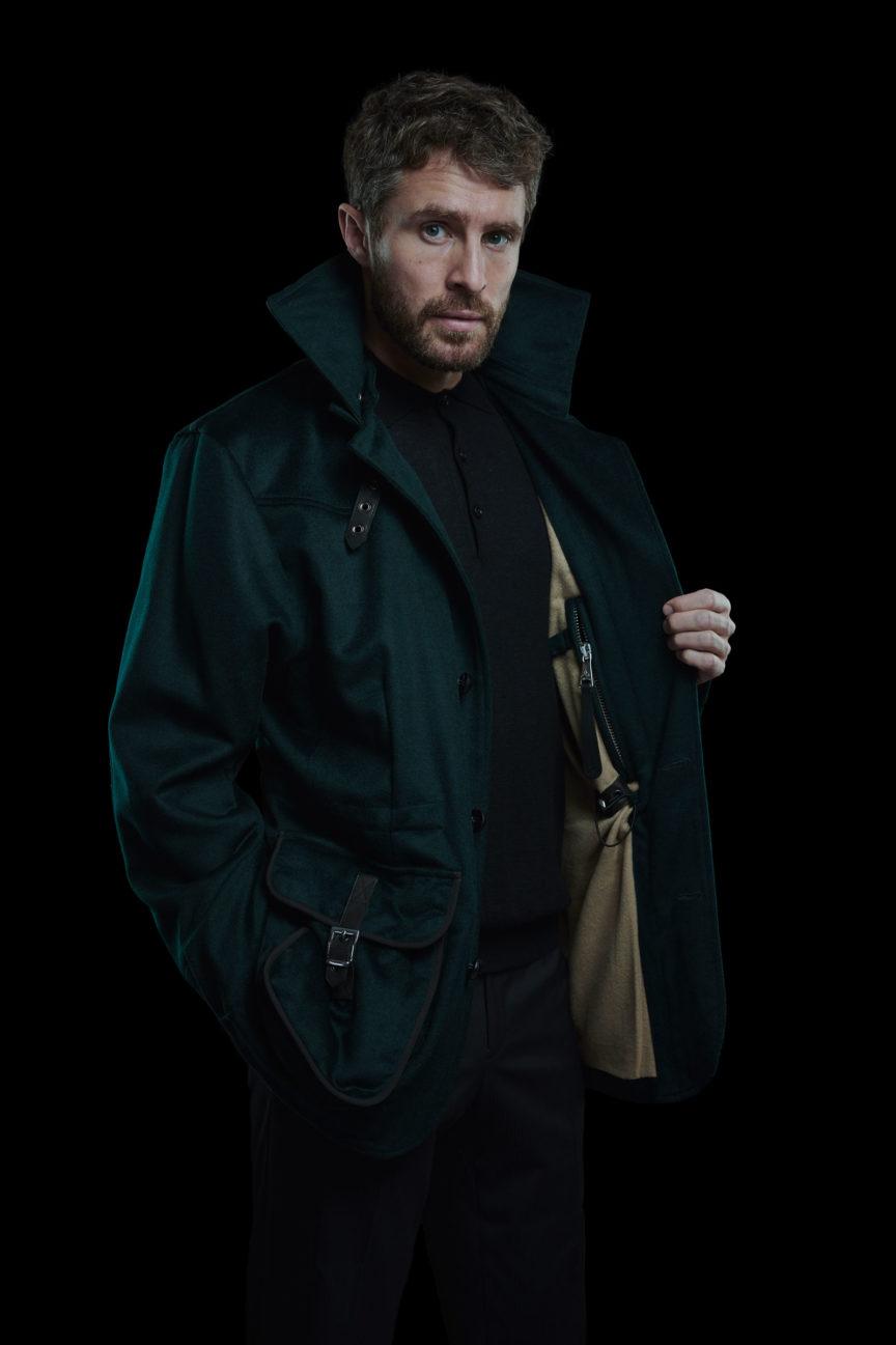Dunkelgruenes Casual Jacket mit beiger Innenseite